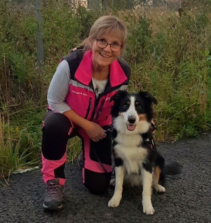 Agnetha Andersson och hunden Flicka