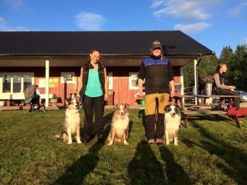 Vänster: Sofie Brattborn med Tristan och Milo. Höger: Cari Rörström med Turbo